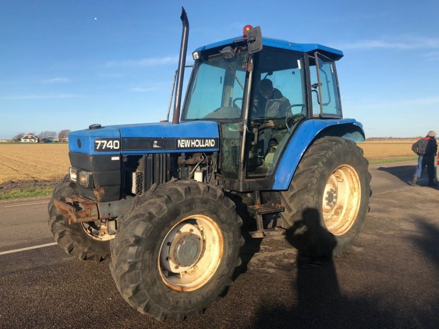 New Holland 7740